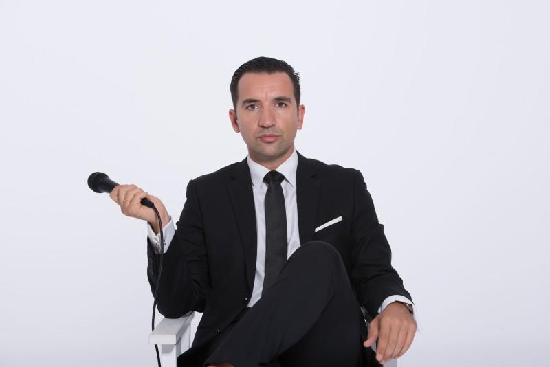 Miguel Lago micrófono